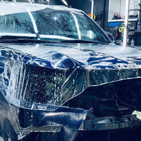 Процесс оклейки зоны риска на Lexus LX 570