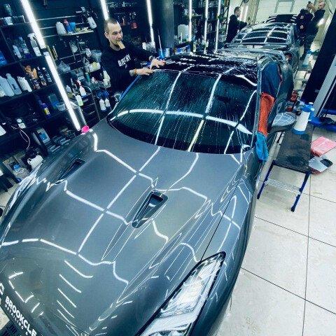 Оклейка крыши в черный полиуретан на Nissan GTR